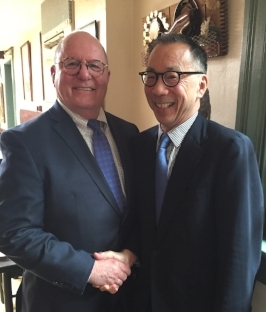 Mr Roy Willis (left) with Mr. Kimball Chen, Chairman of GLPGP.