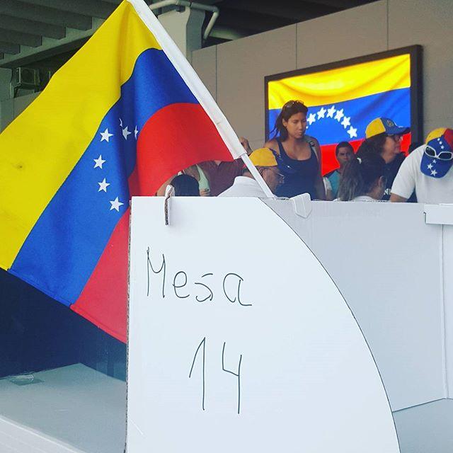 Vote Today for Venezuela Liberty!! Doral, Florida #savevenezuela#stopmaduro#nodictaduraenvenezuela#sayno#vivavenezuelalibre#vivavenezuela#movementoliberador#democracia#yosoyliberatudor#si