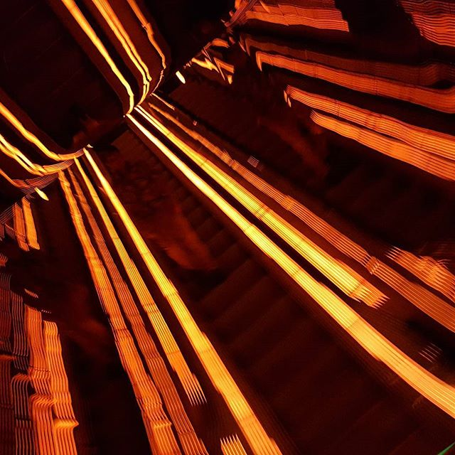 Blurred Lines at Public Hotel! Sun shines on a rainy nyc day!! #venezuelanfriends💛💙❤#summer2017#blurredlines#publichotel#orangeyellowblack#escalator#escalators#trippy#mbscull#graphic