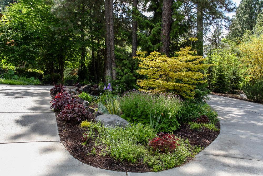 spokane circle driveway island landscaping