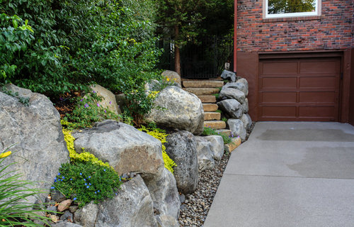 natural stone steps and boulder retaining walls - Canon Hill Driveway - Spokane Landscaping — Pacific Garden Design