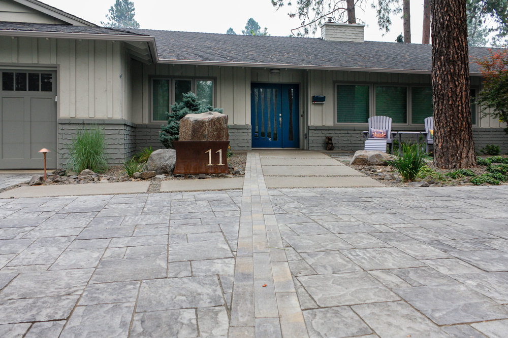 linear paver driveway inlay with sandwashed concrete pathway