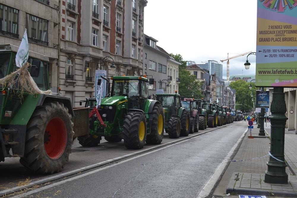 Traktoriai taip pat nori parado.
