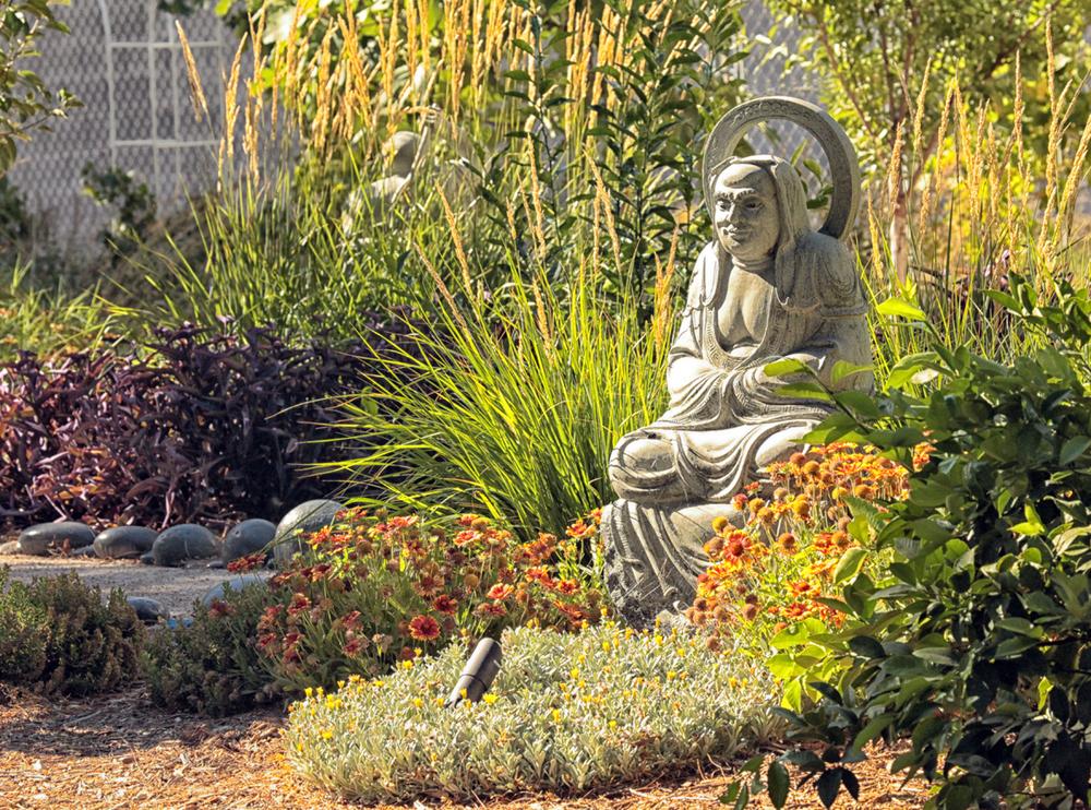 ZXLV.Statue.5.jpg