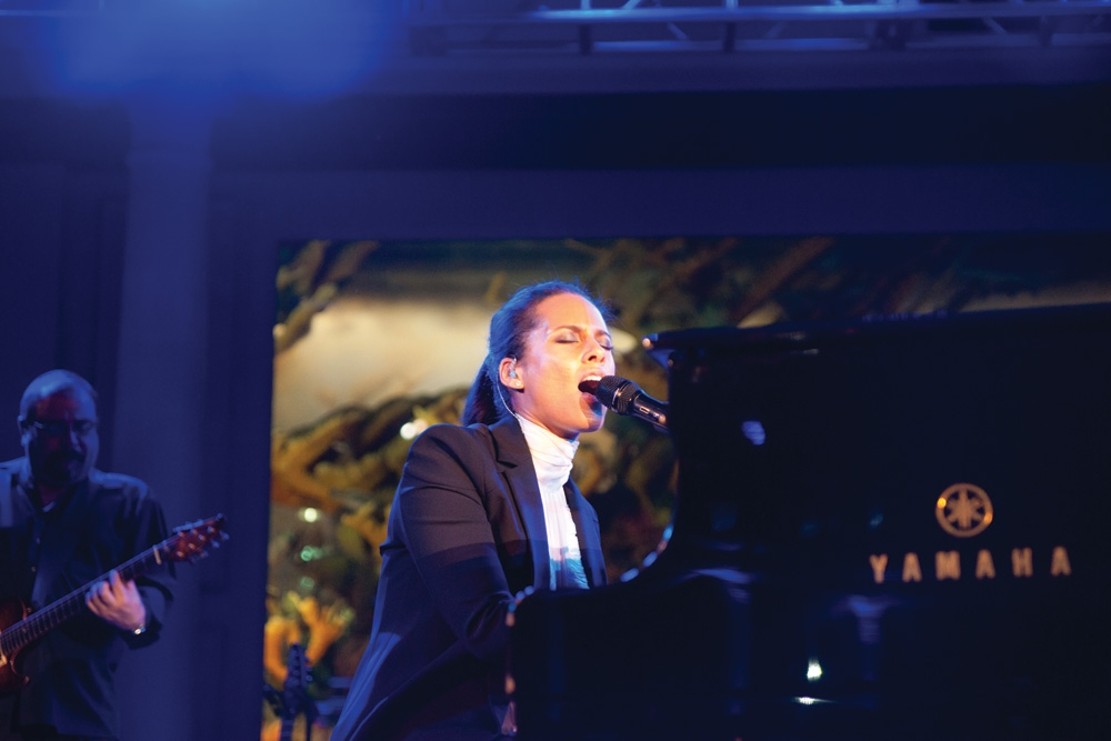 The amazing singer-songwriter, Alicia Keys treated the crowd to an evening of beautiful music, to close the night.