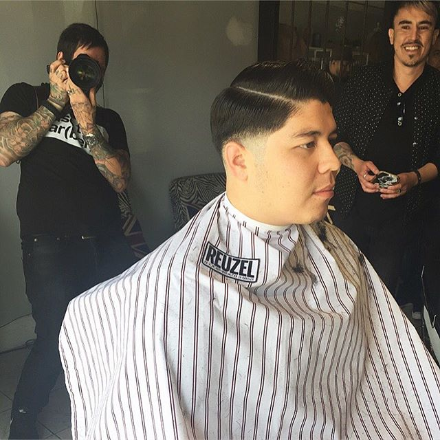 learning from the best in the biz 🙌🏽✂️💈 @andrewdoeshair @sugarskulls @reuzel #menshair #menshaircut #mensgrooming #reuzelpomade #barber #barbershop #barberlife #orangecounty #salon #phenixsalonsuites #clippercutting #clipperovercomb