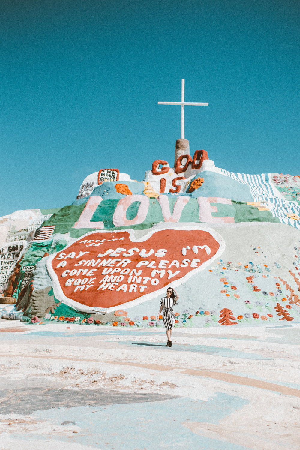 Christina Foret - Lifestyle Blogger - Salvation Mountain-25.jpg
