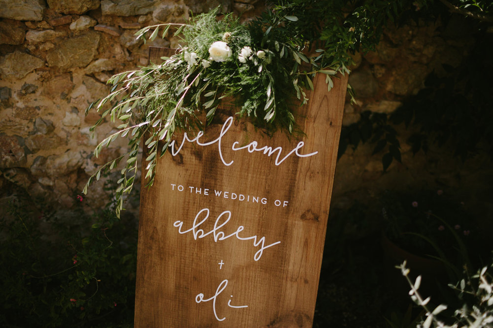 olive garland for a wood board wedding