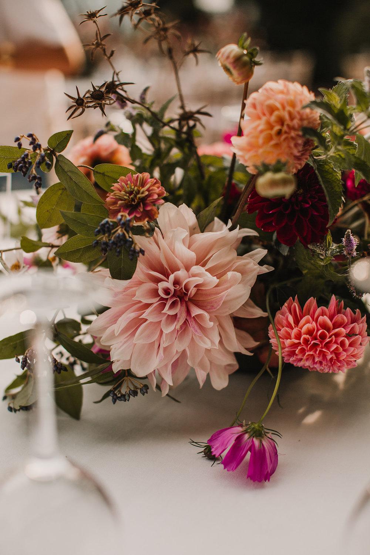 detalle de un centro floral boda mas sant llei