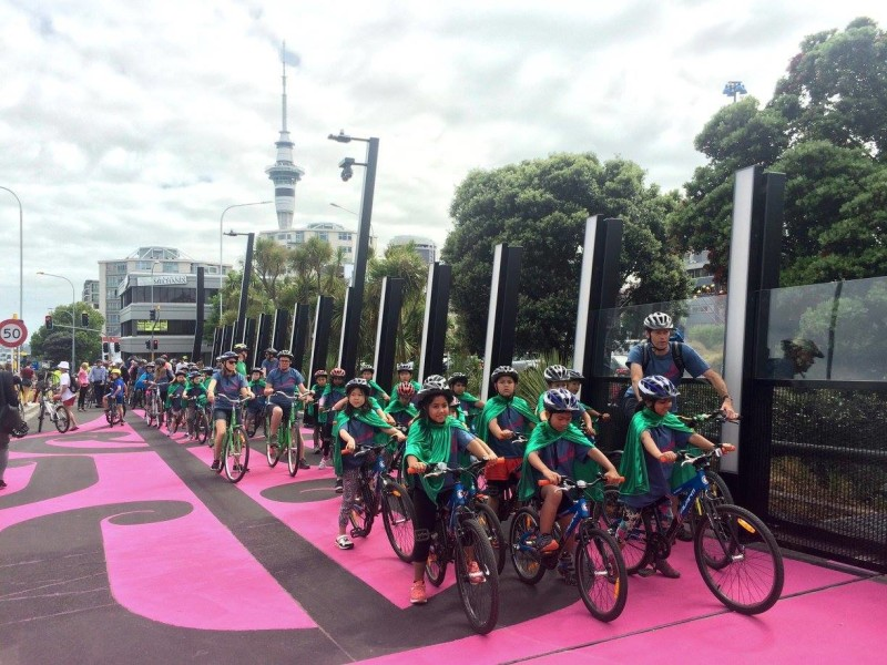 Schoolkids using the Auckland Lightpath instead of a PS4
