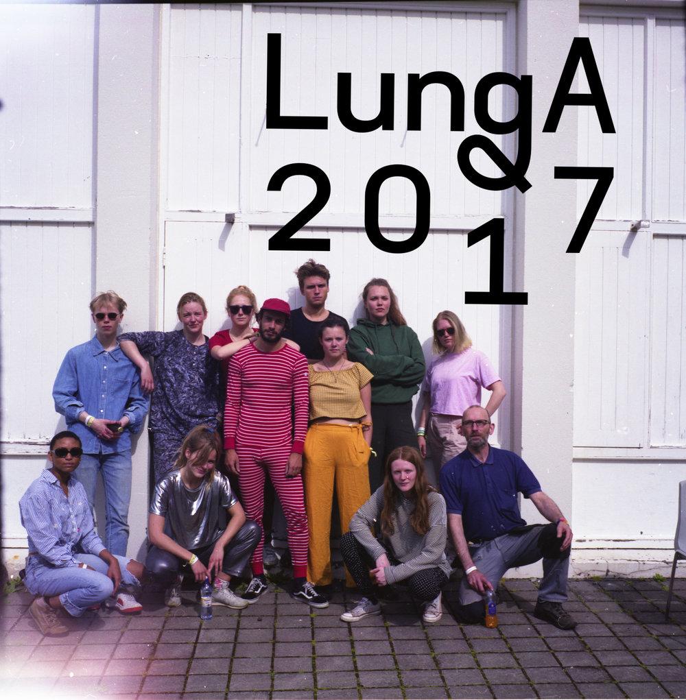 We hebben in  Ijsland  op het Lunga Festival opgetreden en in één week een show gemaakt met de hierboven afgebeelde mensen (behalve die oude dude rechtsonder dat was de concierge). Als je op het plaatje klikt kom je op de site van Lunga voor meer info enzooooooooo