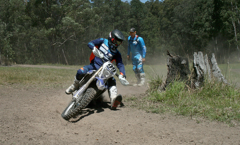 Green shows the correct body position for flat turns. | Offroad Advantage image.