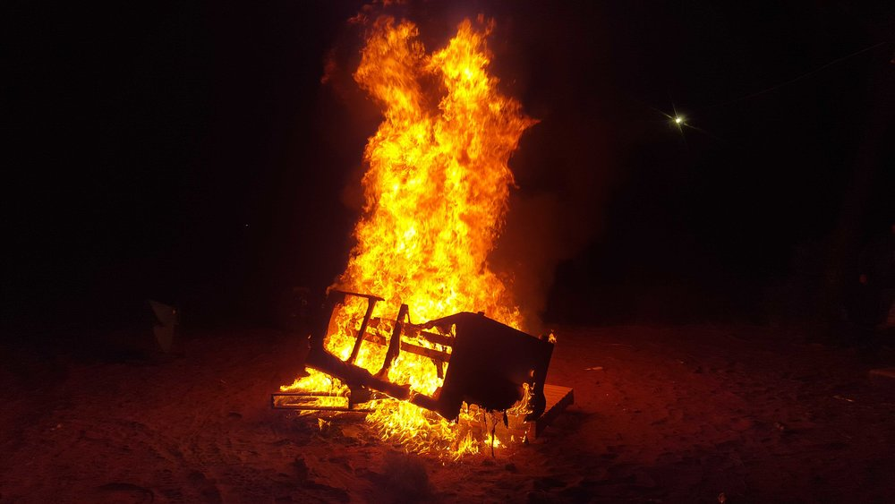 It wouldn't be a party without a bonfire. Tuffy/XR3PG image.