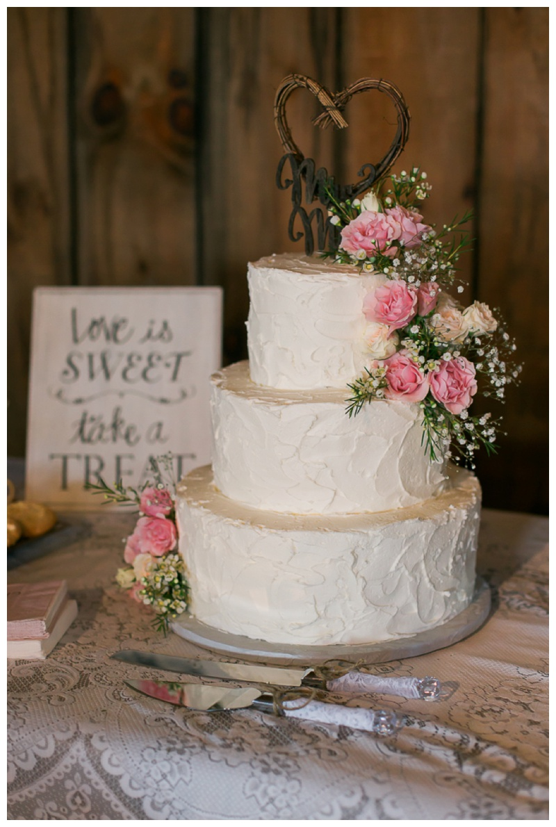 Kate-Alison-Photography-New-Hampshire-Barn-Wedding_0032.jpg