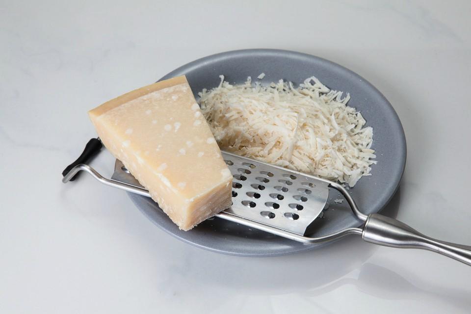 parmesan-1732086_1920.jpg