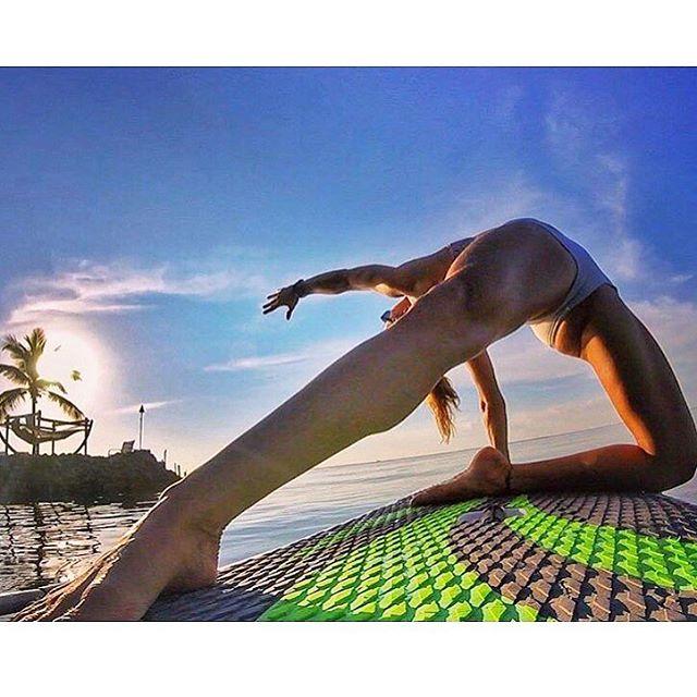 SUP Yoga with Team Rider 🔘 Seychelle. @seychelle_sup @surfstow @kaenon @westmarineinc #standupjournal #standuppaddlemagazine #samatamagazine #supthemag #supyoga #yoga #standuppaddleyoga #paddleboardyoga #yogaonwater #yogaeverydamnday #yogainspiration #gopro #gopro_boss #gopro_epic #nameste #happyplace