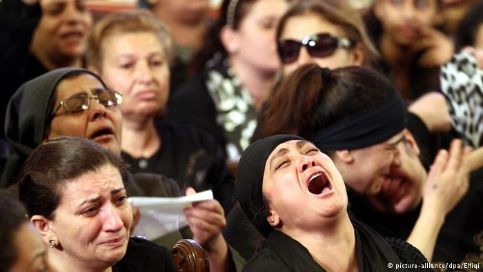 Assyrian Christians who fled from the area of the Khabur river. Photo/picture-alliance/dpa/Elfiqi