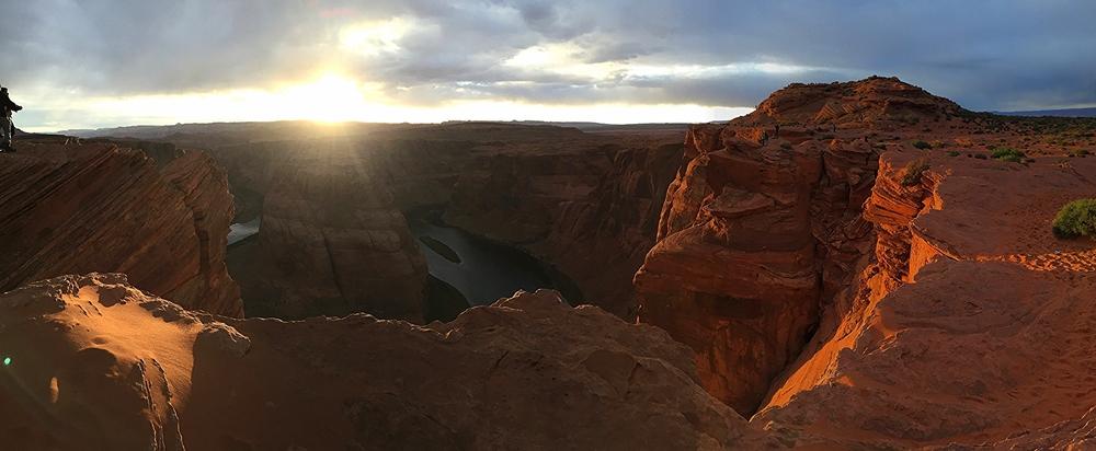 Breathtaking sunset at Horseshoe Bend in Page, Arizona