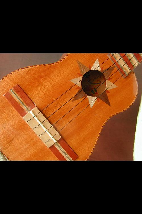 Guitarrone 12-web.png