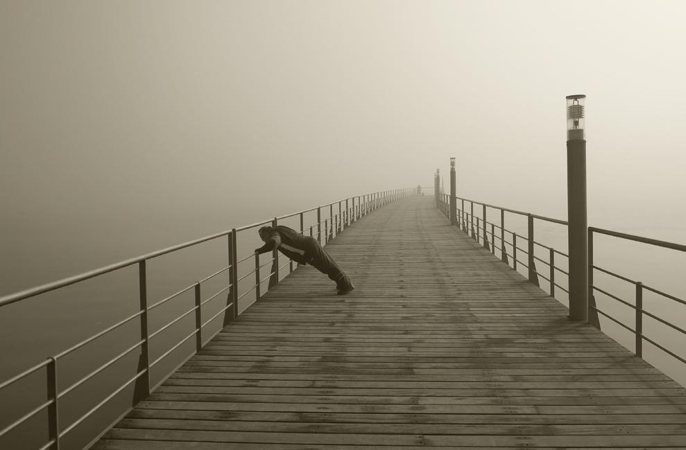 no parque, nevoeiro