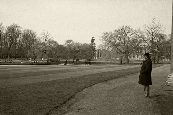 Luís Barreira  Hyde Park, London, 1988  Fotografia  Gelatin-Silver Print  série: street photography  arquivo:F_039_5073, 1988