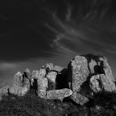 Luís Barreira  Anta de Adrenunes, Sintra, 2015  Megalítico  Fotografia  Série:  Megalíticos   arquivo:01_25_IMG_2432, 2015  Coordenadas:38.778083,-9.464389