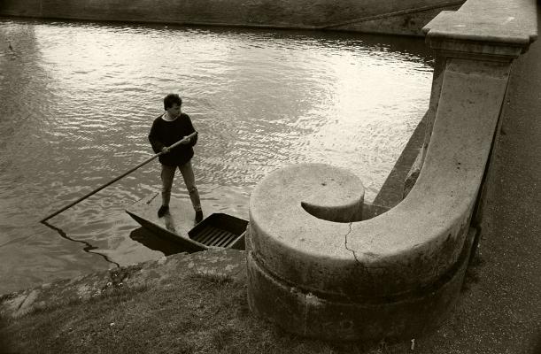 Luís Barreira  Cambridge, 1988  Fotografia  Gelatin Silver print  serie:   street photography    arquivo:F_039_5090, 1988