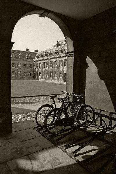 Luís Barreira  Cambridge, 1988  Fotografia  Gelatin Silver print  serie: street photography  arquivo:F_040_5134, 1988