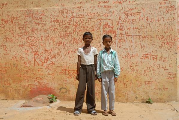 Luís Barreira  Jovens indianos, Samode, 2008  Fotografia  serie:   street photography    arquivo:08_10_NIK_0200, 2008