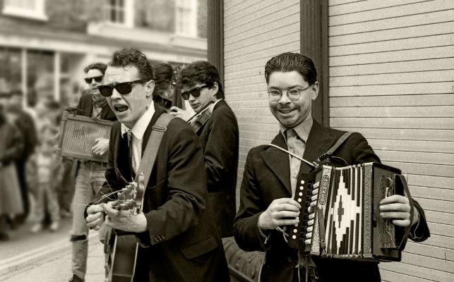 Luís Barreira  Street Band, York, UK, 1987  Fotografia  24x30 cm  Gelatin Silver print