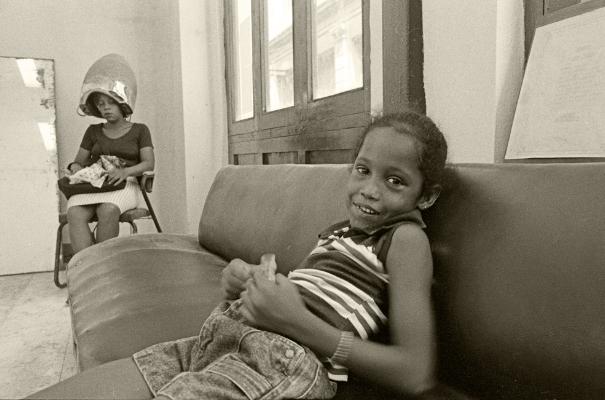 Luís Barreira  Peluqueria, Havana, Cuba, 1997  Fotografia  30x40 cm  Gelatin Silver print  Série:  CUBA'97   Exposição em Galeria Imargem - Almada, 1999  Publicação em Livro (Depósito Legal 144 759/99)  arquivo:F_312_7305, 1997