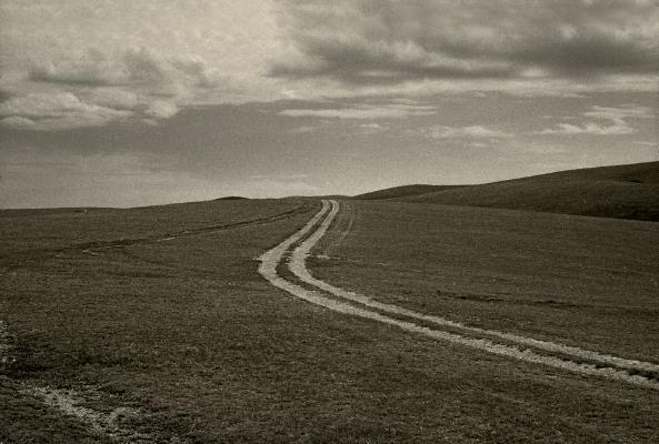 Luís Barreira  Road, 1996  Estepe mongol  Fotografia  Gelatin Silver print  arquivo:F_232_13039, 1996  Série:   Landscapes