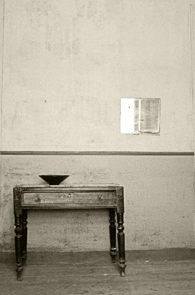 Luís Barreira  Mirror, Vase on the table, 1992  Fotografia/Instalação  Série:arealva