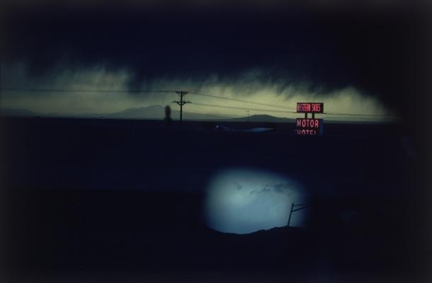 Ernst Haas  Western Skies Motel, Colorado, 1977  créditos:   site oficial