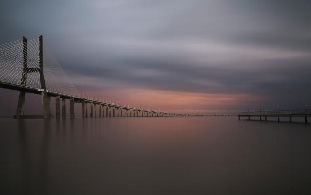 Luís Barreira  Ponte vasco da Gama, 2014  Fotografia  Série: Ponte Vasco da Gama