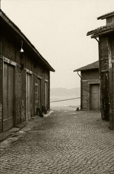 Luís Barreira  Armazéns no porto de Lisboa, 1984  Fotografia  Gelatin Silver print  arquivo: F_016_4232, 1984