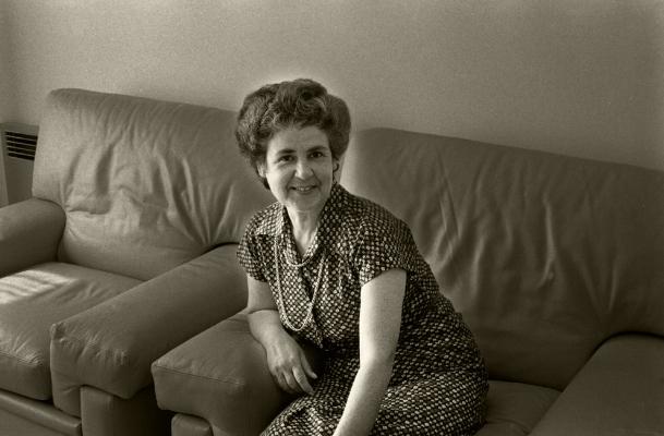Luís Barreira  mother, 1986  [fez hoje 83 anos]  fotografia  Gelatin Silver print  série: album  arquivo:024_4374, 1986