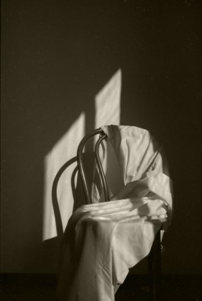 Luís Barreira  Cadeira ( Michel Thonet ), 1984  fotografia  Gelatin Silver print  arquivo:103_5496, 1984