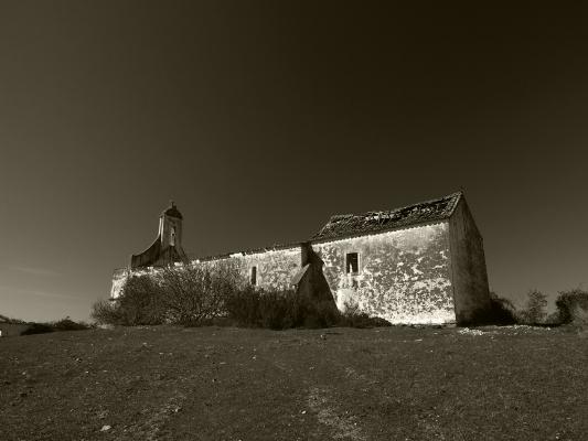 Luís Barreira Igreja (ruína), 2015 Alentejo fotografia série: arquivo:03_2951, 2015