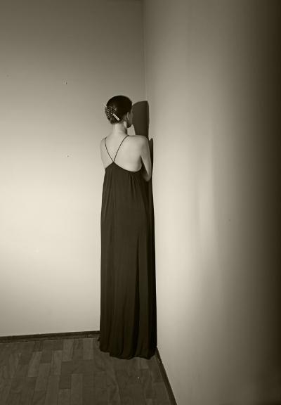 Luís Barreira  prayer, 2015  performed by Érica Cunha  Fotografia  Série: La Femme -  surréaliste   arquivo:09_0327, 2015