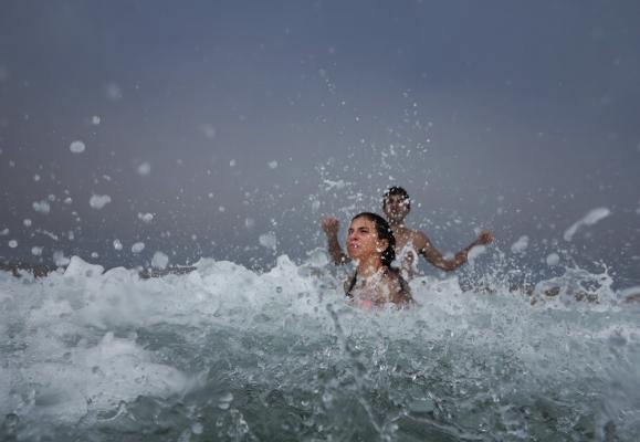 Luís Barreira  Banho no mar, 2013  Fotografia  série:  arquivo:08_2638, 2013