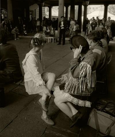 Luís Barreira Covent Garden, 1988 London Fotografia série: street photography arquivo:F_039_5058, 1988
