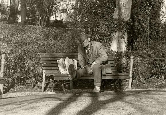 Luís Barreira  Homeless  Lisboa, 1981  Fotografia  Gelatin Silver print  arquivo: F_003-4635, 1981