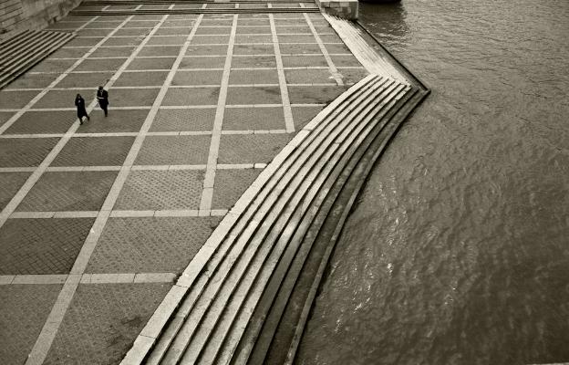 Luís Barreira  Paris, 1989  Fotografia  Gelatin Silver print  série:   street photography    arquivo:F_062_5943, 1989