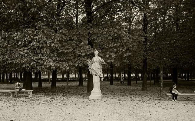 Luís Barreira Jardin de Tuileries, 1989 Fotografia Gelatin Silver print serie: street photography arquivo: F_064_6006, 1989