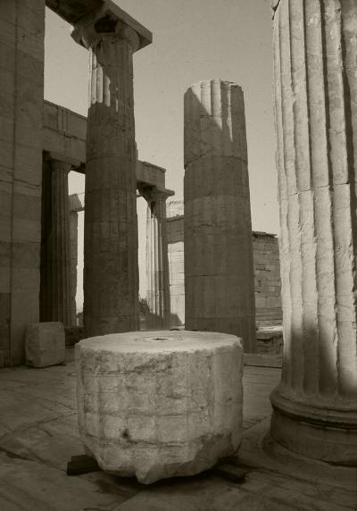 Luís Barreira  Coluna  Parténon - Atenas, 1984  Fotografia/Diapositivo  arquivo:SLIDE_Grecia_1299, 1984