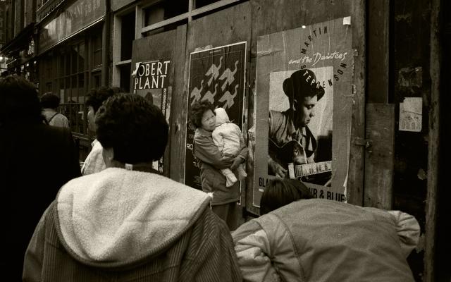 "Luís Barreira  ""China Town"", London, 1988  Fotografia  Gelatin Silver print  série:   street photography    arquivo:F_039_5064, 1988"