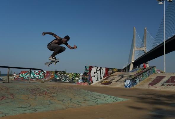 Luís Barreira  Domingos Pereira ( skater ), 2017  Fotografia  serie:  no parque   arquivo:06_13_DSCF1013, 2017