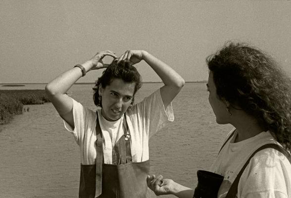 Luís Barreira Biólogas Teresa e Carmo Rio Tejo - Pancas, 1993 fotografia arquivo:F_164_11115, 1993