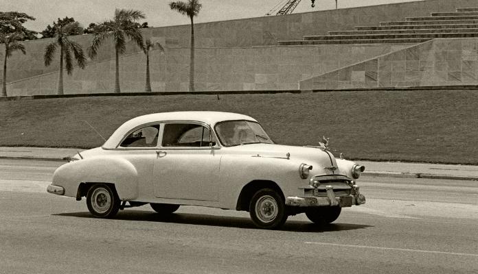 Luís Barreira  Carro  Havana, 1997  Fotografia  Gelatin Silver print  Série: CUBA'97  Exposição na Galeria Imargem - Almada, 1999  Publicação em Livro (Depósito Legal 144 759/99)  arquivo:F_310_7232, 1997